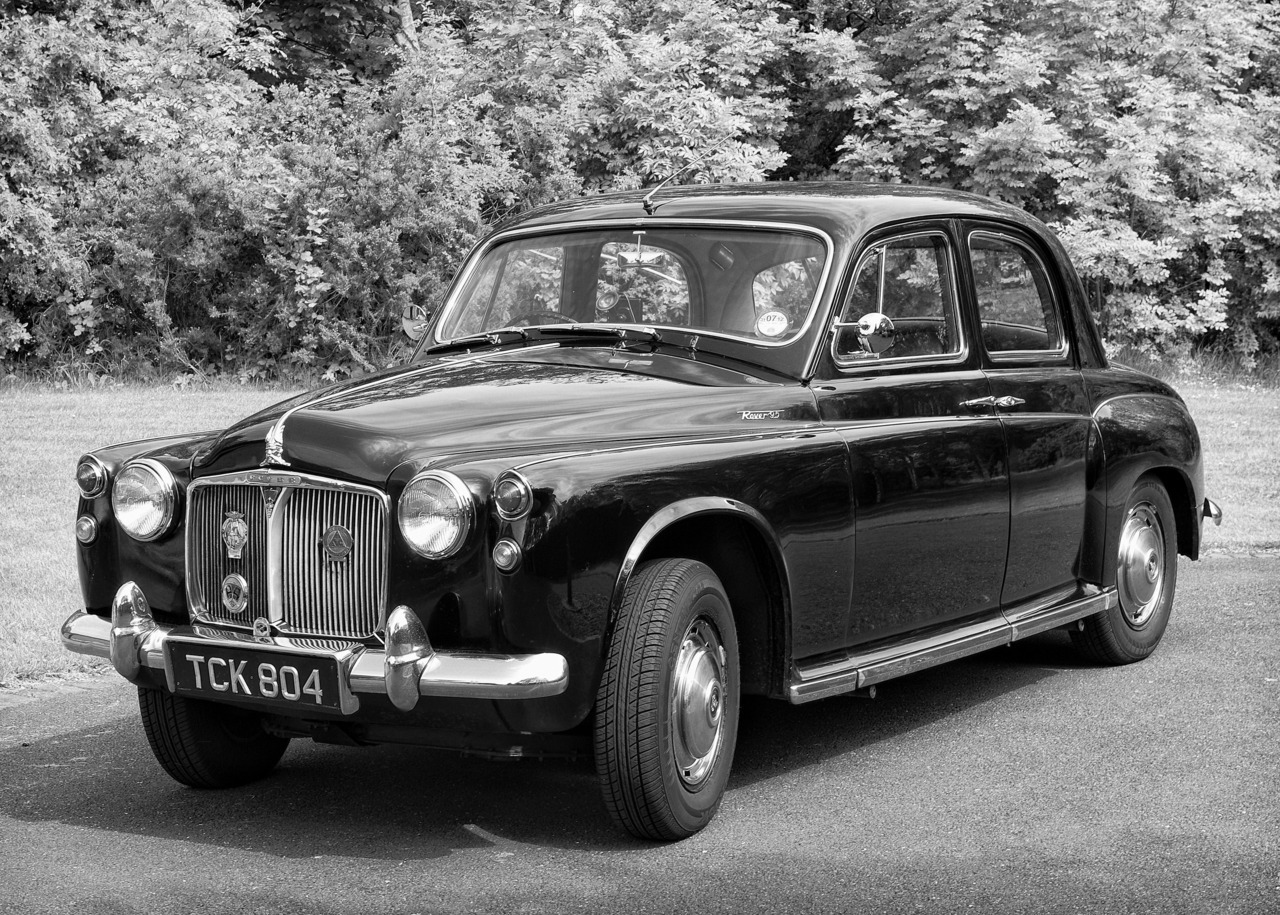 Random Photo #38… Rover 95 classic car (I had an excellent day out yesterday with good friends in a classic car one of them owns. Great fun… I tried to recapture the great days of monochrome car photography from the 1960's)