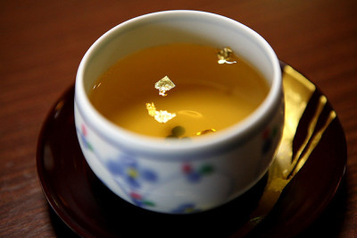 chasingthegreenfaerie:  Green Tea with Gold by -julianol- on Flickr.