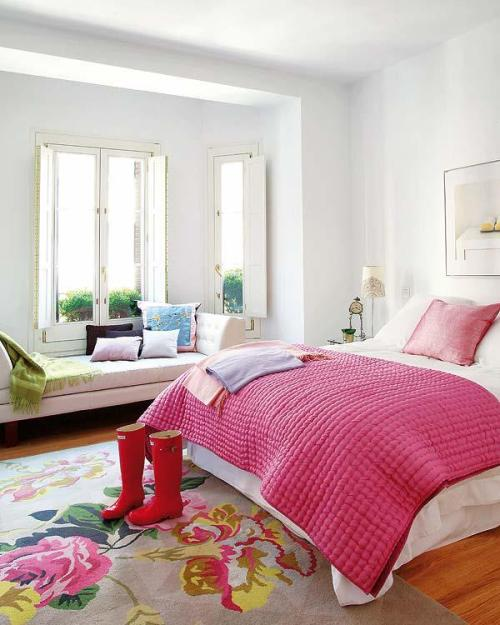 myidealhome:  cozy and colourful (via facebook)   Love:-)