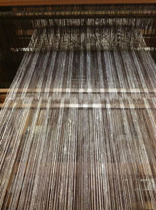 The latest warp yarn on my loom  Harue Nishikawa https://www.facebook.com/TextileCOCOON