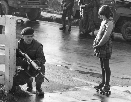 elisebrown:  Army Patrol, Northen Ireland. c. 1971 by Clive Limpkin