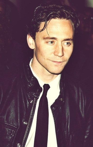 "Tom looks very ""90s"" in this pic…"