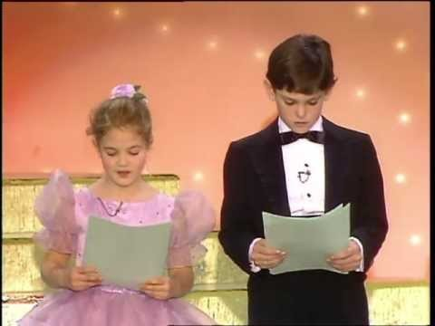 Drew Barrymore and Henry Thomas read.