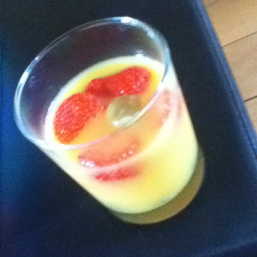 watch-me-fault-her:  Ingredients: 4 strawberries 8 grapes 100 ml orange juice How: clean and cut up the strawberries and grapes put in a container suitable for the freezer.  put the container in the freezer for about 1h put the frozen fruits in a glass of orange juice One serving:  100 kcal 24 g carbs 0 g fat 2 g protein