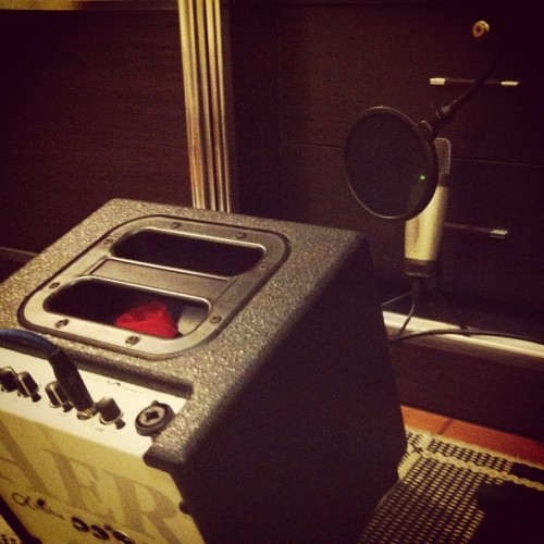 That's right, DIY style ;p #narmiadventures #homerecording #amp  (Taken with instagram)