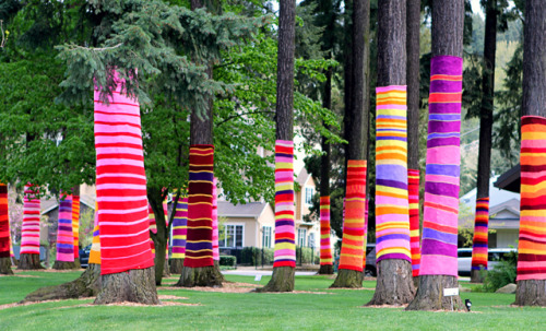 craftsiheart:  (via Modern Parents Messy Kids: Yarn Bombing!)