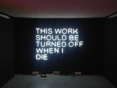Stefan Brüggemann : This Work Should Be Turned Off When I Die (2010) This Work Should Be Turned Off When I Die (Cette œuvre devra être éteinte lorsque je serai mort) La Maison Rouge , Paris Exposition : Néon, Who's afraid of red, yellow and blue ?