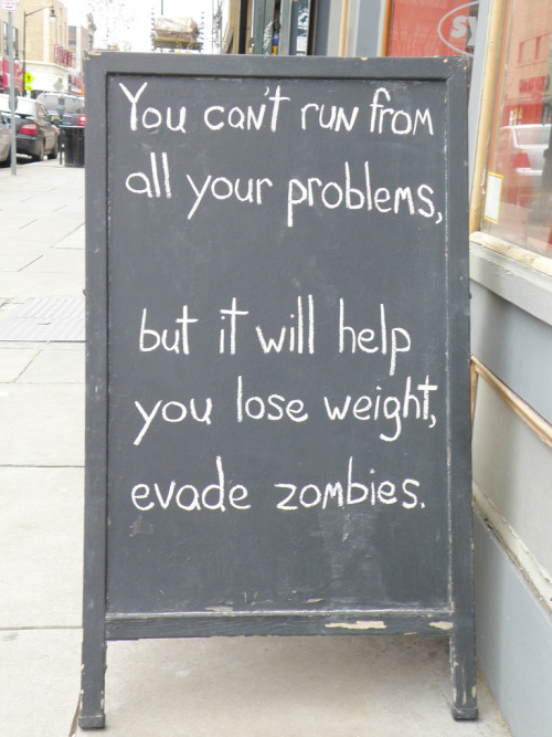 laughingsquid:  The Witty Chalked Messages Sign of Synergy Fitness in Jersey City  Jared Johnson