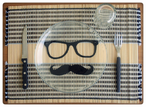 the classic moustache and nerd glasses plate! disguise yourself among hipsters! il piatto coi classici occhiali da nerd + baffi! camuffati da hipster tra gli hipster!