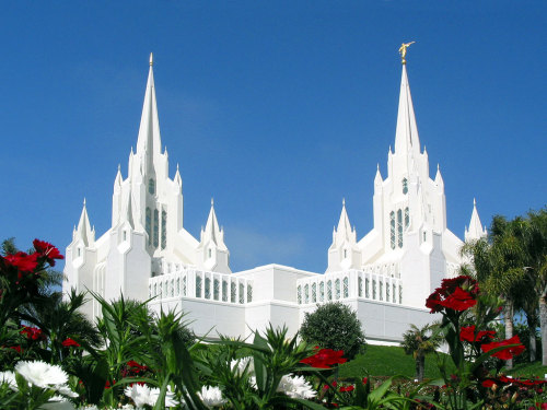 the San Diego temple has to be the most beautiful thing ever built. I mean seriously … I'm going to the States next summer and I'm definitely going to drop by my cousins in San Diego before I go to Utah just to see this castle-ish thing in real life. I don't care what my future husband says, I'm going to get married in that temple no matter what (even if he's not LDS, he'll just have to get baptized … hahah)  I think I'm in love with that temple I mean oh my gosh.
