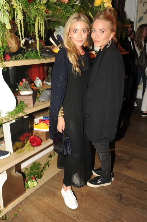 footwearnews:  Spotted: The Mary-Kate and Ashley Olsen in Superga sneakers