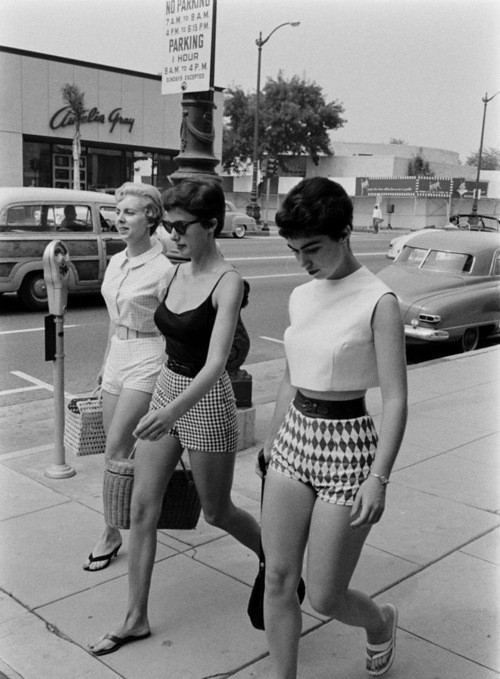 Lovely ladies in lovely shorts. Love the look!