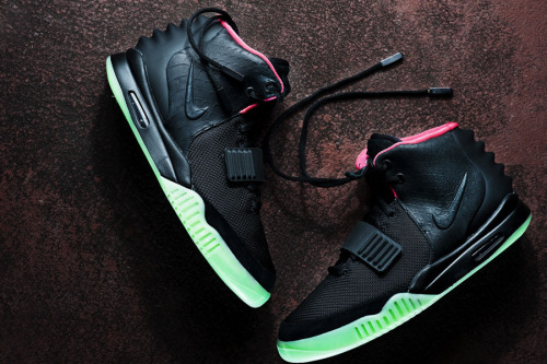 Nike Air Yeezy II - Black/Solar Red a look at the Black/Solar Red colourway of the upcoming Yeezy II.  tonal Black uppers with a Solar Red lining on a glow in the dark sole.  clean hard hitting sneaker.  while these are confirmed to release June 9th, check with your local spot to see if they're getting them.  click here for more pics  Related articles Nike Air Yeezy 2 Release Info (sneakerfiles.com)