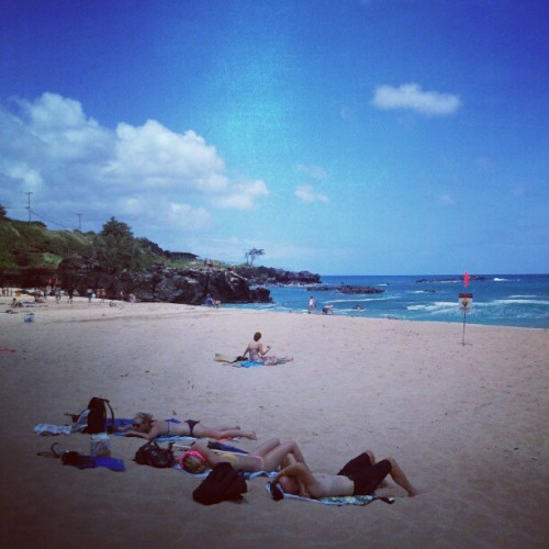 Gorgeous day in hawaii nei :)  (Taken with Instagram at Waimea Bay)