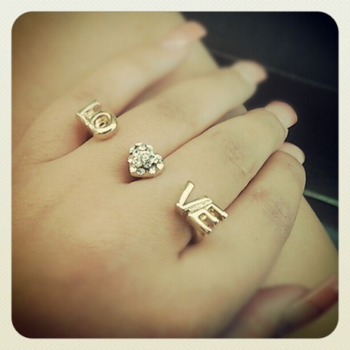 clkiszak:  @jkaaay needs to cop hers neow! #FuzeBox #Ring #Accessories #Love #Heart #Gold (Taken with instagram)