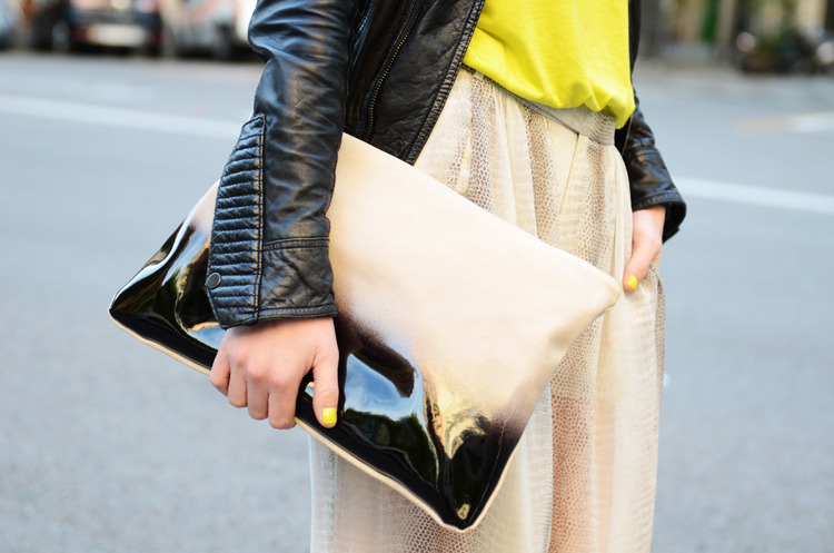what-do-i-wear:  Clutch: Zara (image: fashionvibe)