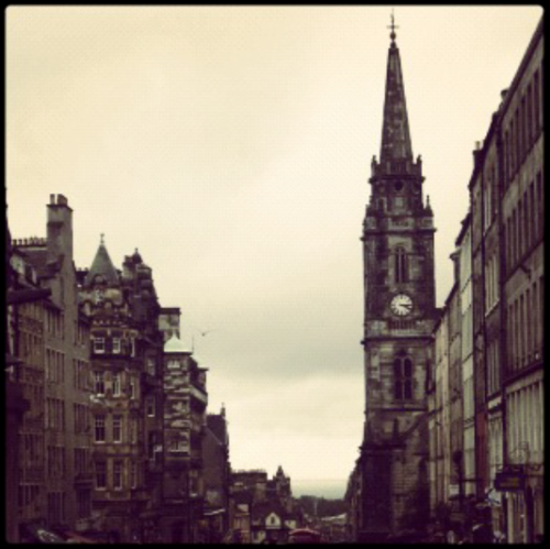 sziakylian:  I miss Edinburgh, especially the rainy days.  Wahhhh…