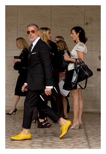 I usually don't cover men's shoes, but how perfect is Nick Wooster & his yellow Florsheim by Duckie Brown Brogues shoes. (via ARTICLE: Brogues | 100 Days of Style)