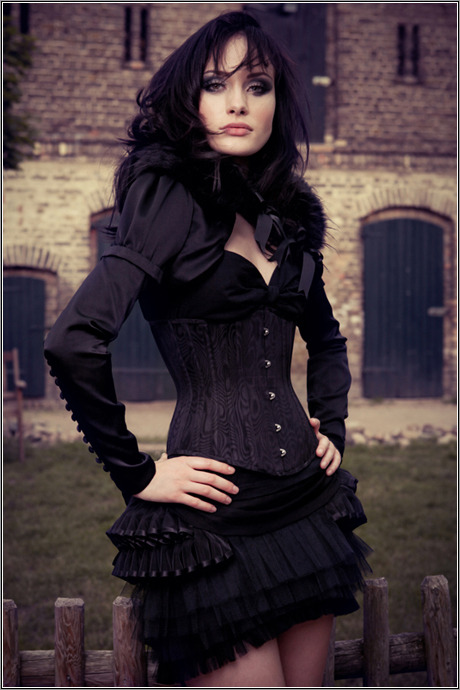 hourglass-silhouette:  Royal Black Couture & Corsetry.