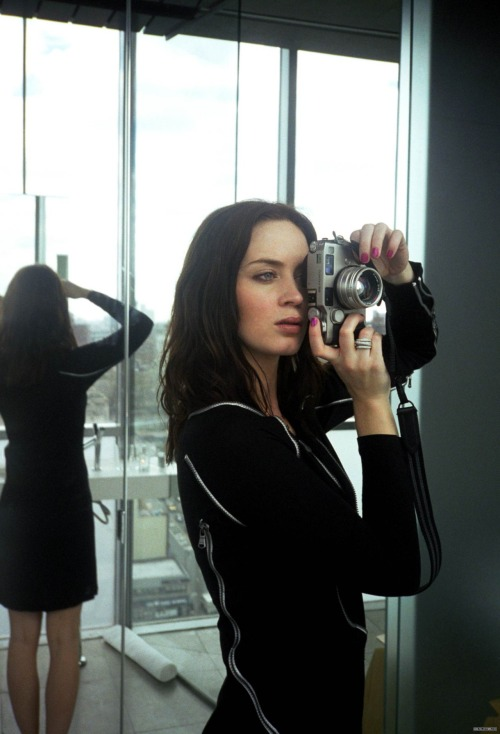 thecameralover:  Emily Blunt is a camera lover