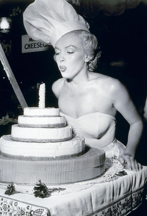 theniftyfifties:  Happy birthday Marilyn!
