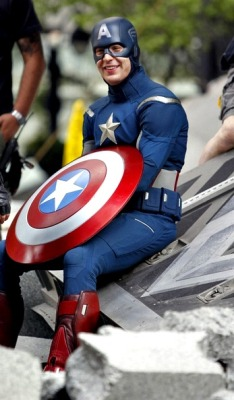 shield-hammer-suit-hulk:  6/100 Photos of Chris Evans