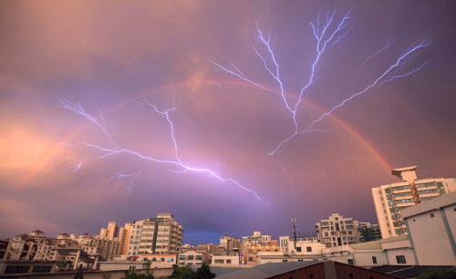 lauterthanbombs:  Lightning rainbow via Boing Boing This photo makes me feel like the world is about to end. It's completely surreal.