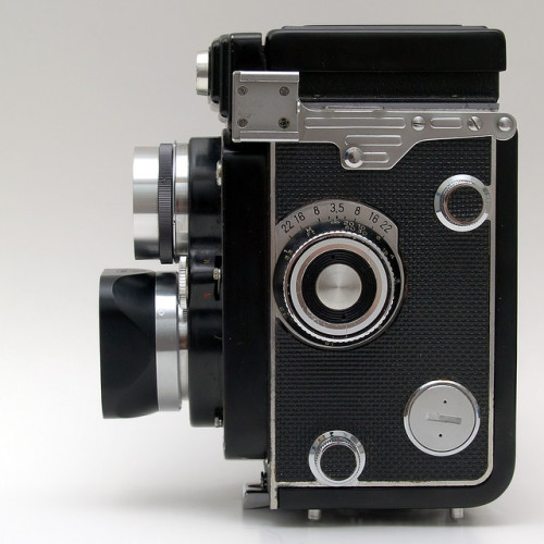 dkoder:  yashica 12 side 120 format twin lens reflex camera made in 1968.