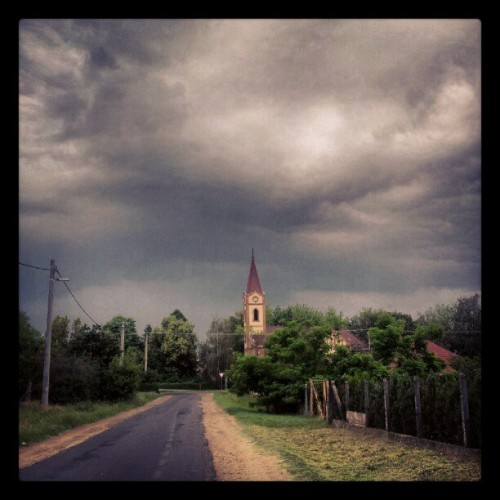 Jön #church #building #templom #clouds #cloudporn #sky #storm #weather #idojaras #sgs2 #mik #ikozosseg  (Taken with instagram)