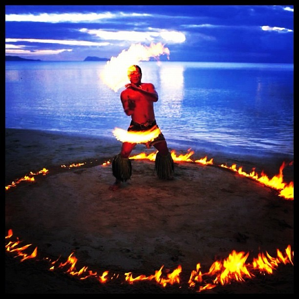 tonganswaggr:  there's no doubt that the South Pacific has the best fire dancers in the world but Samos may be the South Pacific's best with legends of the Polynesian tradition beginning in Savaii ; #samoaindependanceday #samoa #fredancer #beach #polynesia (Taken with instagram)