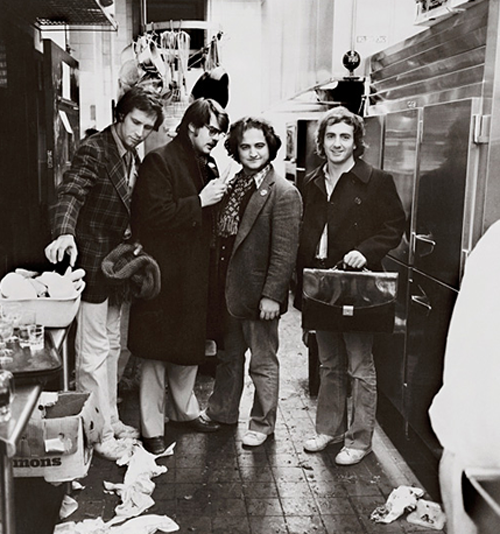 awesomepeoplehangingouttogether:  Chevy Chase, Dan Aykroyd, John Belushi and Lorne Michaels  SO MUCH AWESOME