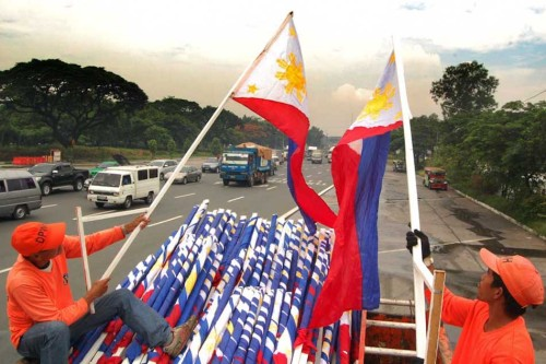 PHILIPPINE FLAGS READIED FOR INDEPENDENCE DAY CELEBRATIONS (Photo by Manny Palmero for ABS-CBNnews.com) Department of Public Works and Highways (DPWH) personnel distribute Philippine flags to be placed along Commonwealth Avenue in Quezon City in preparation for the 114th Independence Day commemoration on June 12.
