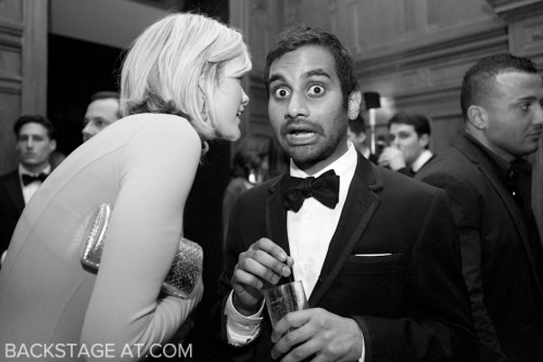 Aziz Ansari  Homme surpris est à moitié pris.  Man surprised is half taken.