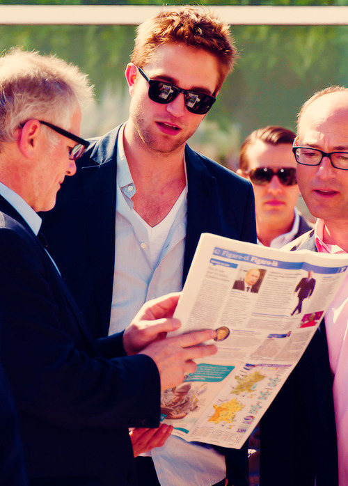 beholdwhatbeauty:  I wonder what article he's being shown.