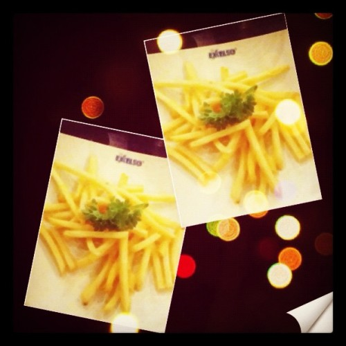 my fvckin fave food all the timeee ;D #frenchfries #food #love #delicious #popular #instaphoto #instago #iphonesia  (Taken with instagram)