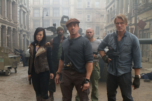 New extended TV spot for The Expendables 2: watch now The Expendables 2 has released a new extended TV spot, featuring Sly Stallone and his crew of assorted badasses showing off their guns, muscles and one-liners.