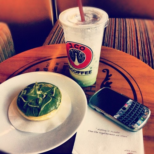 Iced Green tea&Green tea donut #drinks #foods #iphone4 #iphonesia #iphonegraphy #photosofday #photography #instalovers #instamonthly #instagram #photography #iphonesia #instalovers #instaaddicted (Taken with instagram)
