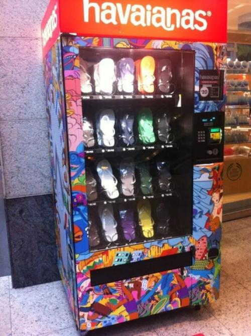 A Havaianas vending machine…. now that would be a great placement near pubs and clubs, well anywhere where there are drunken women.
