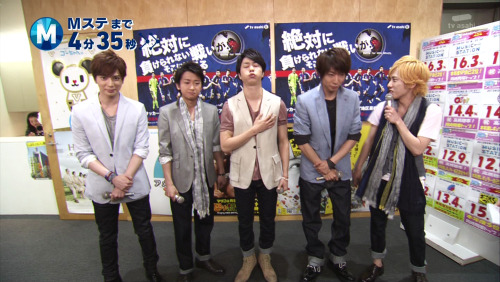reblogging for the Nino-hair XD … and what is Sho doing?