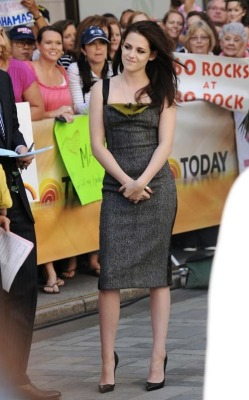 Kristen Stewart | Narciso Rodriguez Dress | Christian Louboutin Pigalle Pumps