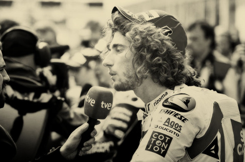 11/100 pictures of Marco Simoncelli.