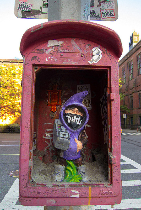 laughingsquid:  Hip Hop Gnome With Boombox in a Chelsea Fire Call Box
