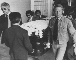celebritypallbearers:  James Coburn and Steve McQueen at Bruce Lee.