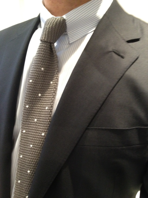 dirnelli:  Canali Super 150's caviar suit, cheapo tabbed collar shirt from Comptoir des Chemisiers, and knit tie from Atelson.