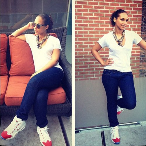cortray:  Alicia Keys in tennis shoes> … Mmmmmmmmm 😃 (Taken with instagram)
