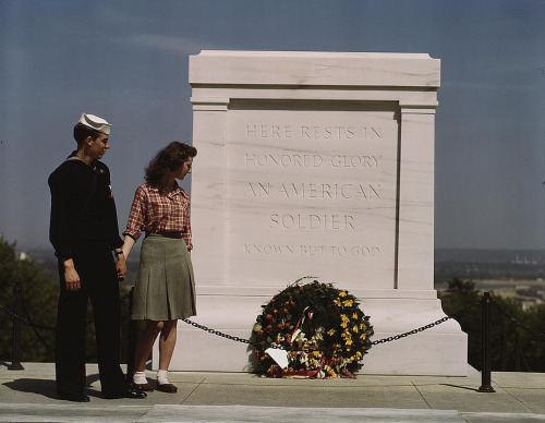 Girl and her Navy boyfriend at the Tomb of the Unknown Soldier at Arlington Cemetary