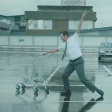 Will Young baila con un carrito en 'I Just Want A Lover'