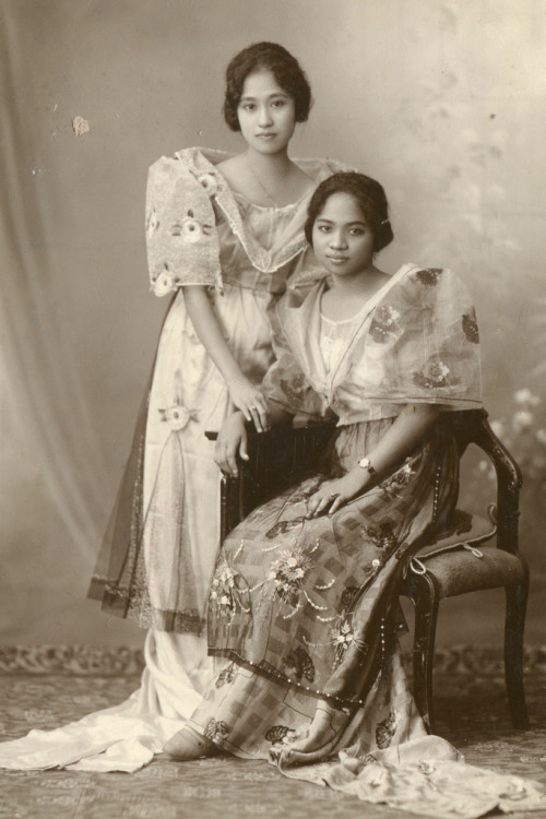 collective-history:  Two beautiful Filipino women during the Japanese occupation of the Philippines, 1943.