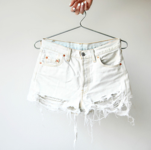 what-do-i-wear:  D.I.Y Denim Shorts (image: love-aesthetics)