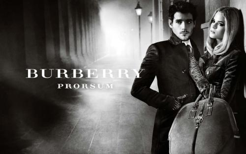 Burberry Otoño-Invierno 2012. click the picture to read the full history…
